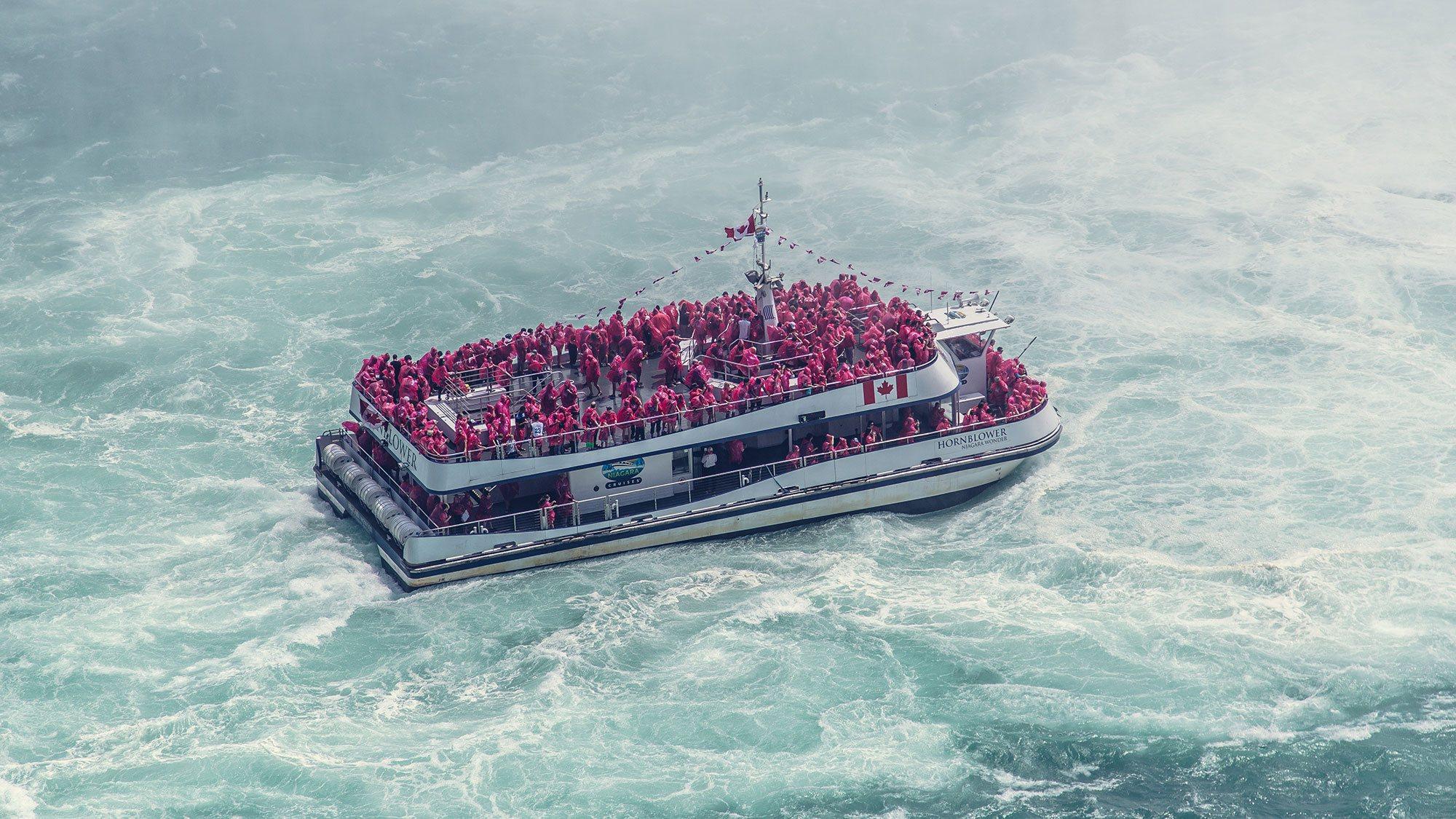 Niagara-Falls-boat