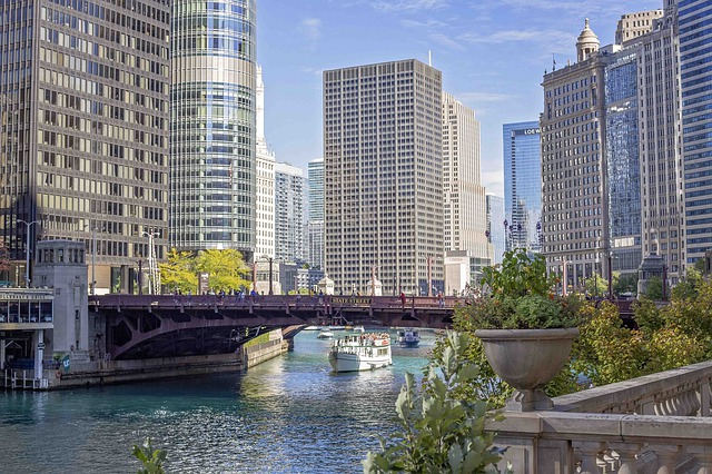 chicago-river-4633979_640