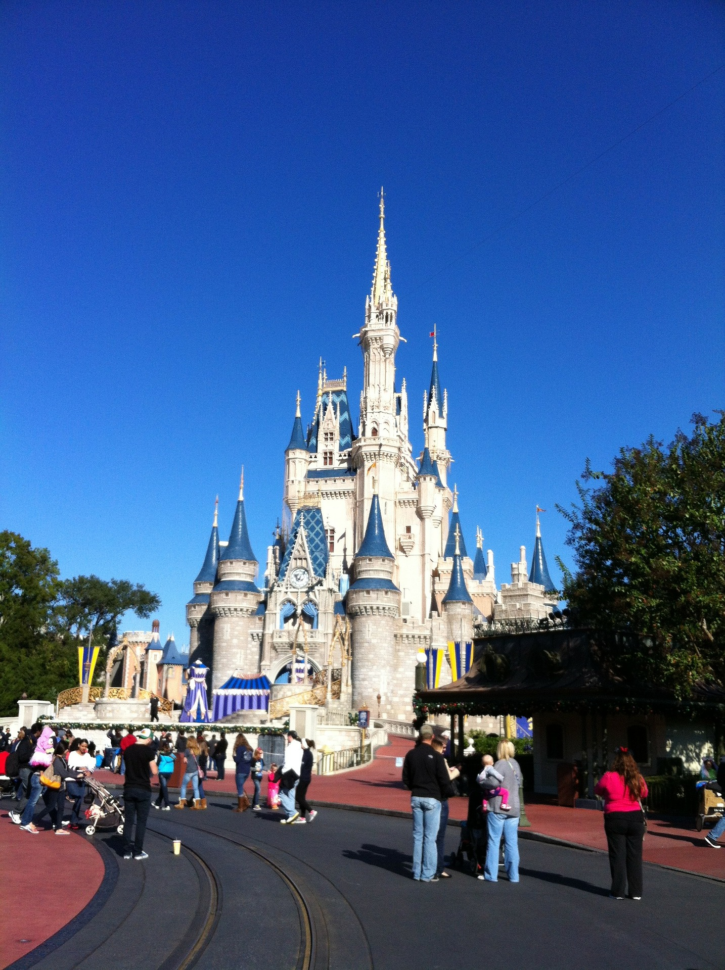 disney-world-226618_1920