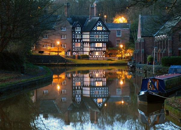 Bridgewater_Canal_at_Worsley