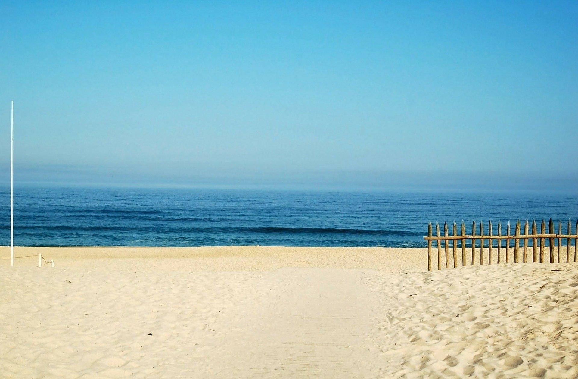beach-123844_1920