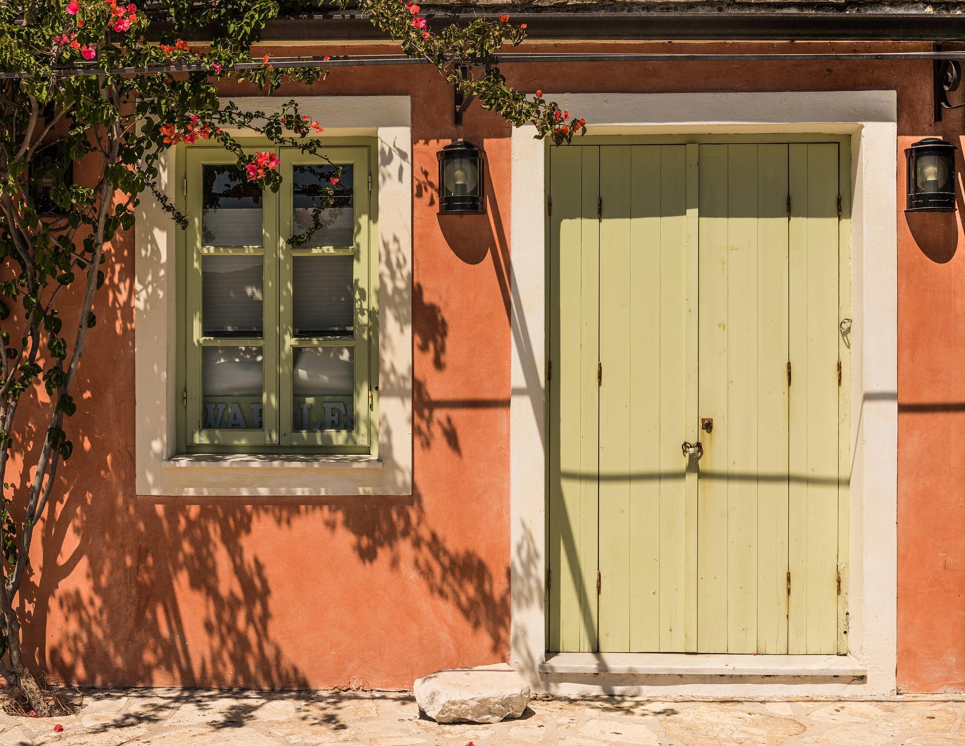 doors-5140341_1920