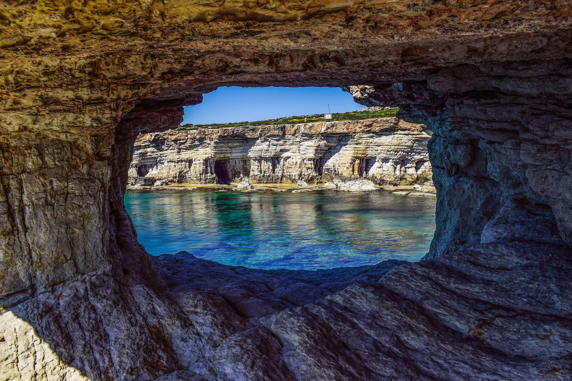 sea-caves-2169430_1920 (1)