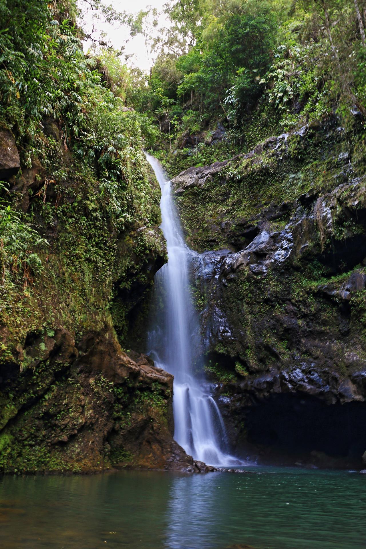 waterfall-1686606_1920