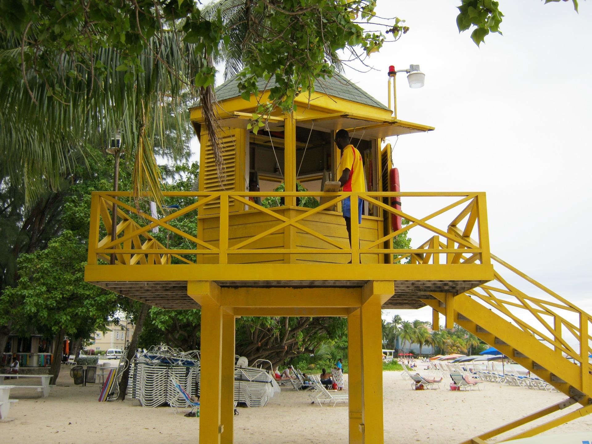 lifeguard-tower-1712219_1920