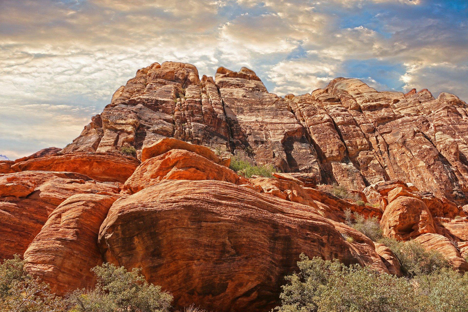 mountains-1303620_1920
