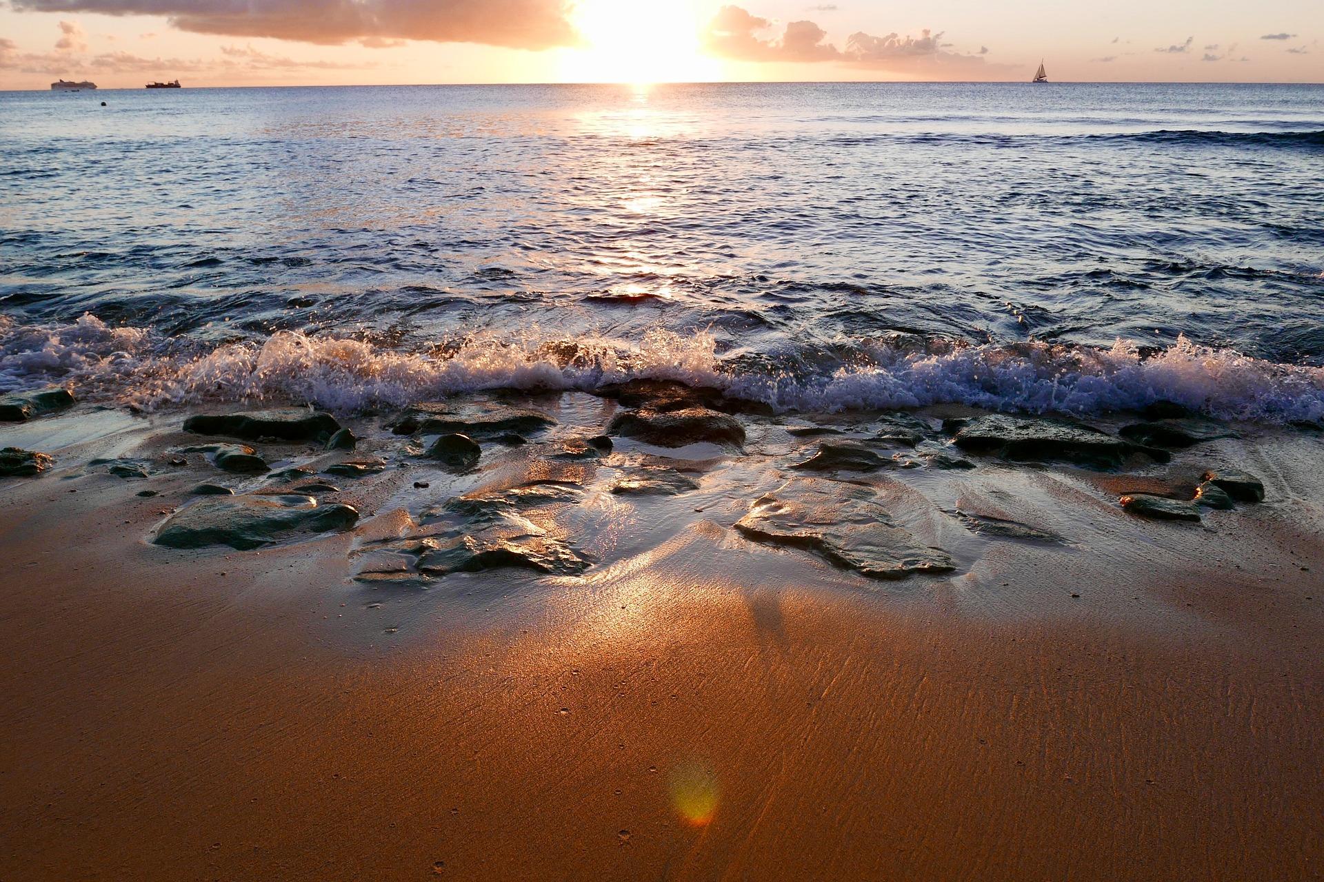 seashore-3912323_1920