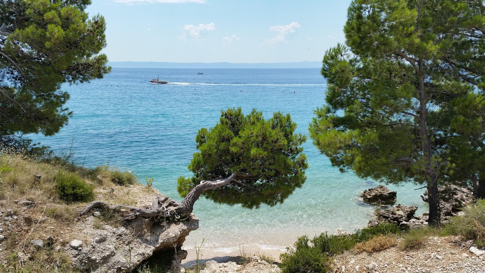 croatian-beach-683035_1920