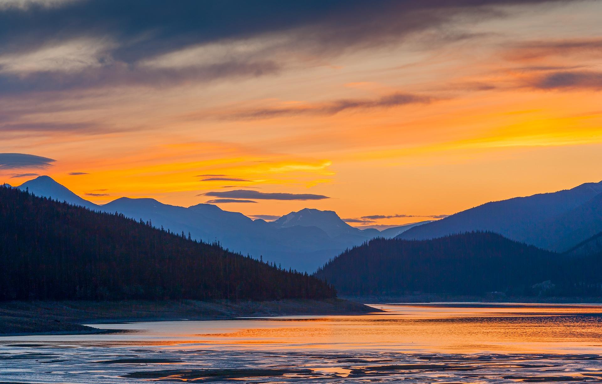 sunset-5800386_1920