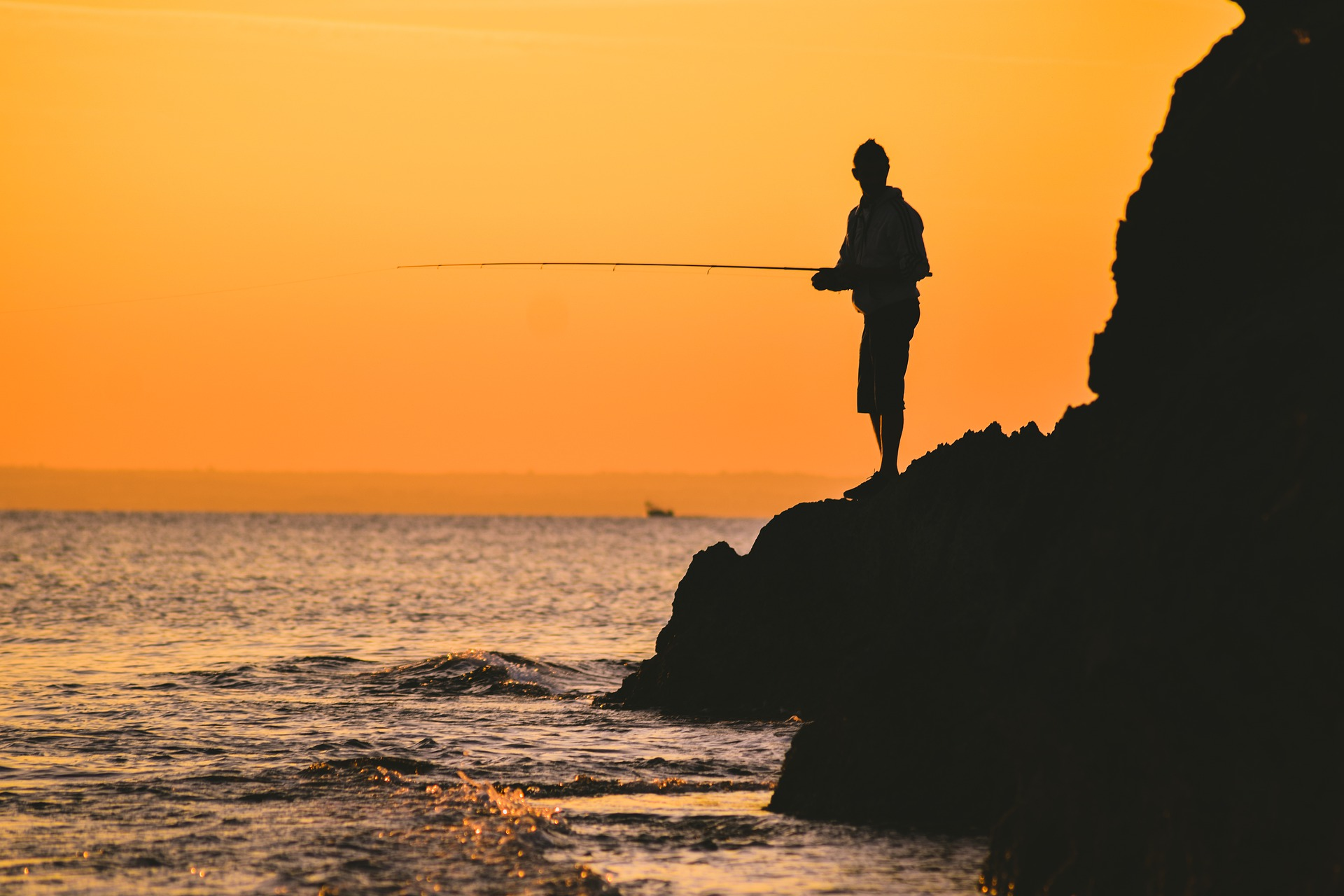 fisherman-4601744_1920