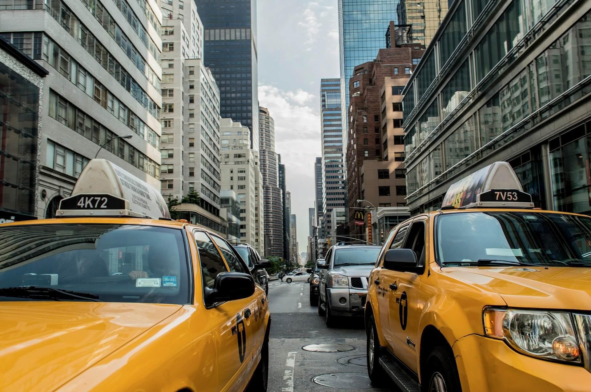 taxi-381233_1920 (7)